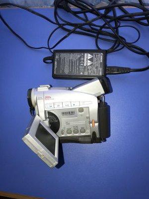 Продам видеокамеру Canon MV 300