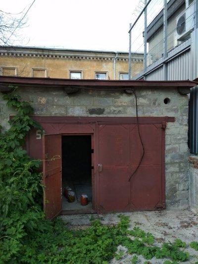 Сдам гараж в центре Харькова,есть яма и погреб,метро Исторический Музей