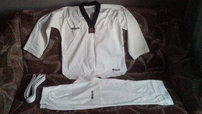 Спортивная одежда для занятий тхэквондо