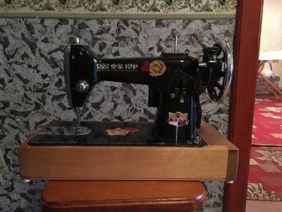 Машина швейная электрическая