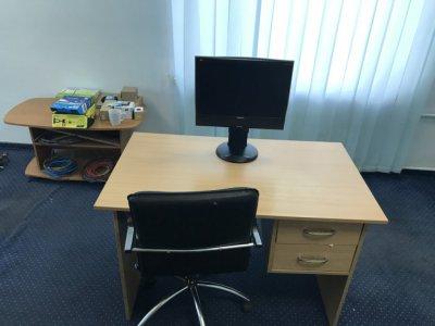 Продам удобный офисный стол