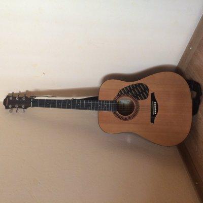 Продаю классическую гитару Hohner + чехол!