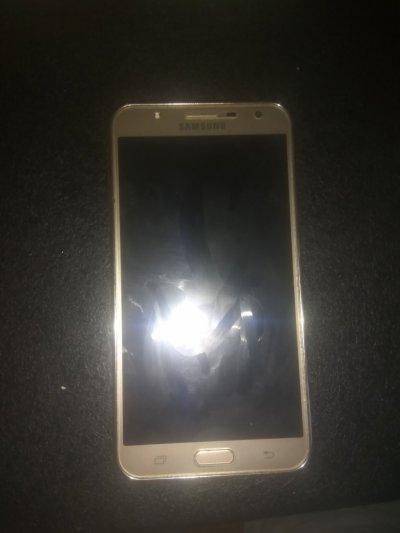 Телефон Samsung J7 neo