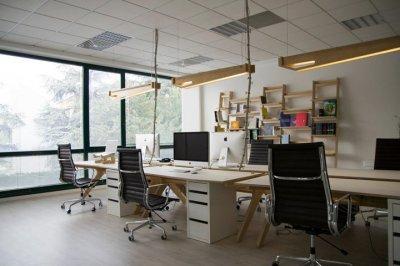 Работа с клиентами и работа в офисе, сфера недвижимости