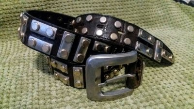 Кожаный байкерский ремень с заклёпками