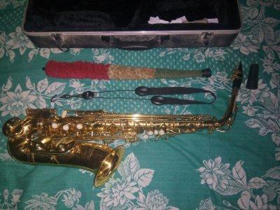 Продам почти новый саксофон альт