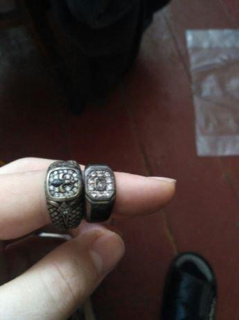 Два серебряных кольа