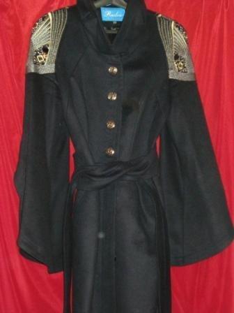 Продаю пальто в хорошем состоянии. Черное и горчичное 44р S