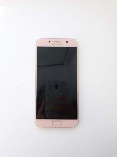 Продаётся телефон Samsung A7 2017