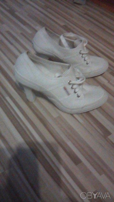 Туфлі білі жіночі