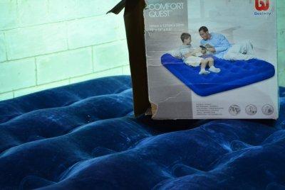 Продам надувной Матрас BestWay 67002 велюровый 191 x 137 x 22 см Синий.