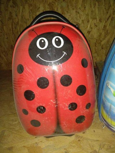 Продам детские чемоданы