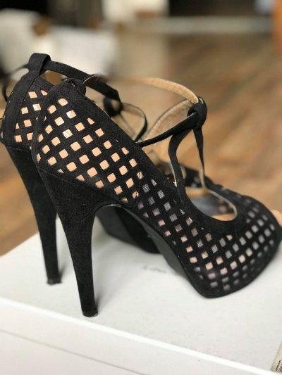 Туфли босоножки с оригинальным дизайном 37р. (24 см)