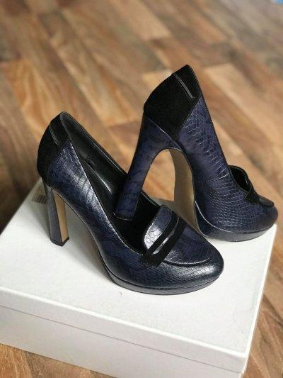 Туфли темно синего цвета 37р. (24 см)