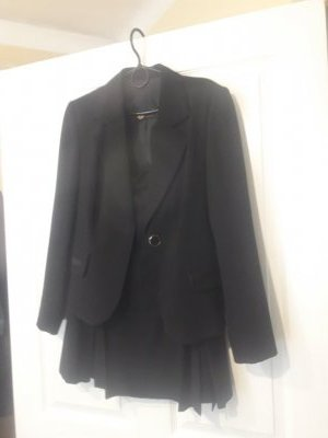 Продам костюм черный отличного качества в хорошем состоянии