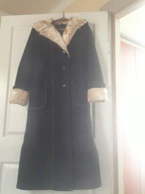 Продам плащ-пальто на синтепоне, размер 46-48, с капюшоном.