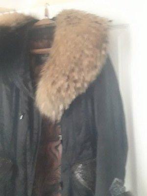 Продам утепленное пальто с натуральным мехом