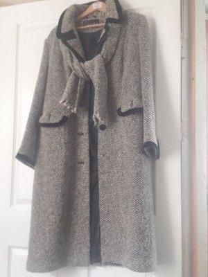 Продам шерстяное демисезонное пальто