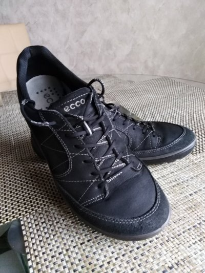 Продам кроссовки ЕССО