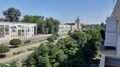 Продам 2-х комнатную квартиру в центре г. Запорожье. Днепровский район. По проспекту Металлургов.