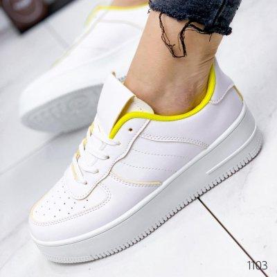 Модные женские кроссовки.