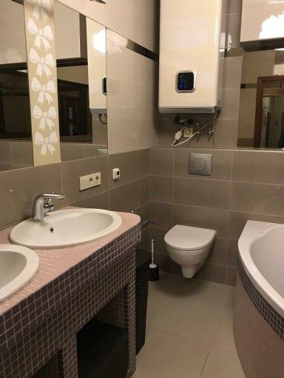 Продаю свою 3-х комнатную видовую квартиру с дизайнерским ремонтом в Броварах в 100 метрах от ЛЕСА