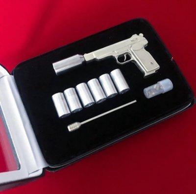 Продам Действующую миниатюрную модель сигнального пистолета АПС под 2мм патрон