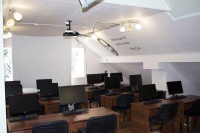 Сдается в аренду офисное помещение - 83 кв.м. на Щорса (Весь 3 этаж)