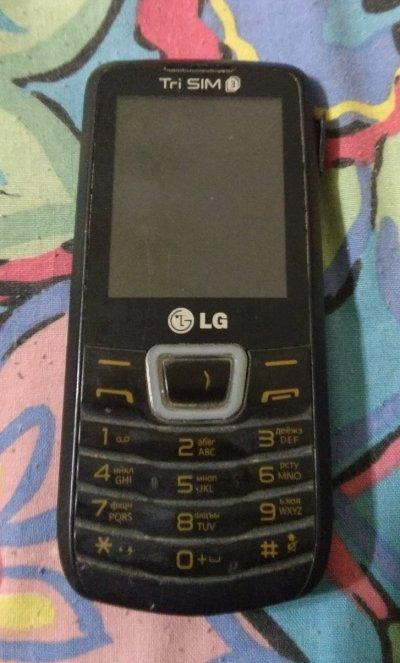 Мобильный телефон LG A290 на 3 сим-карты