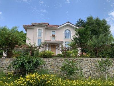 Продам красивый дом в с.Гореничи Киево-Святошинского р-на. Живописное место у леса, рядом озера